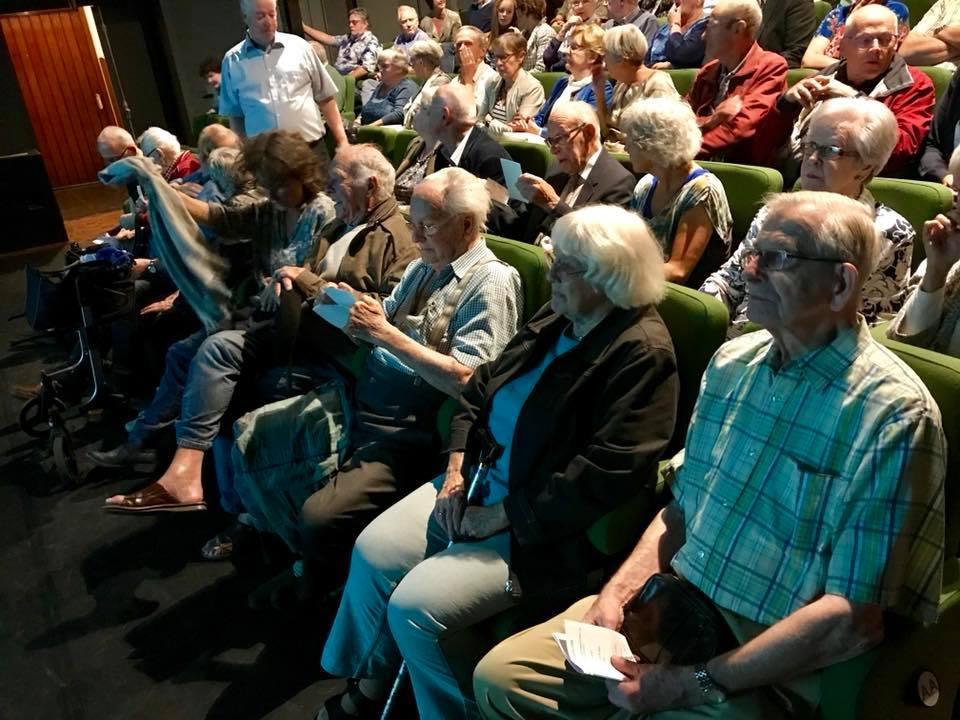 Senioren bij een voorstelling